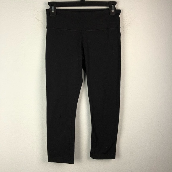 lululemon athletica Pants - Lululemon black cropped leggings capris *FLAWED*
